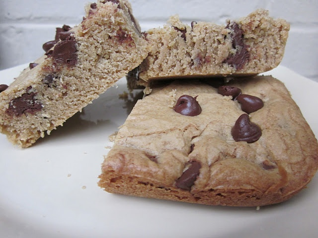 Peanut Butter Chocolate Chip Blondies | Brownie and Bar Recipes | Pin ...