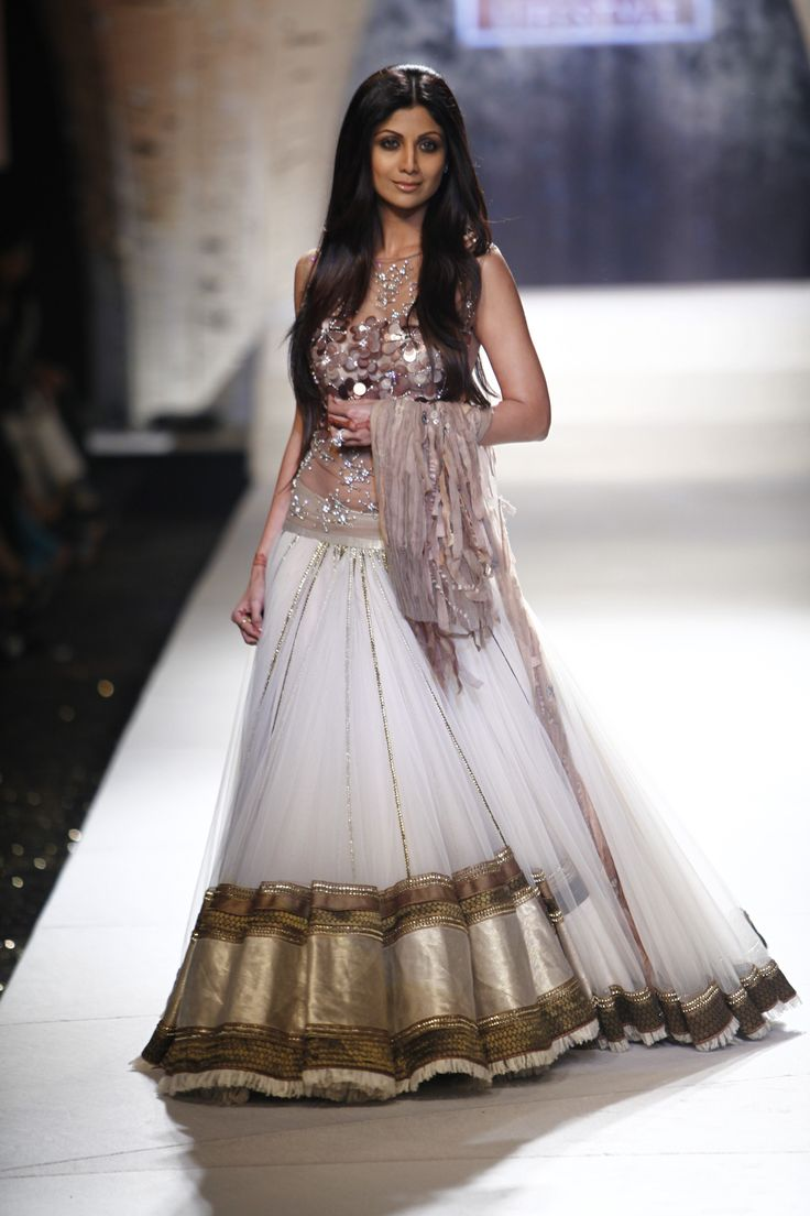 Designer: Tarun Tahiliani Model: Shilpa Shetty