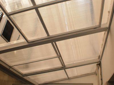 Herrería Hefesto: Techo interior. Hecho en caño 60x60mm y caño 30x10mm. Incluye dos ventanas corredizas y policarbonato de 6mm.