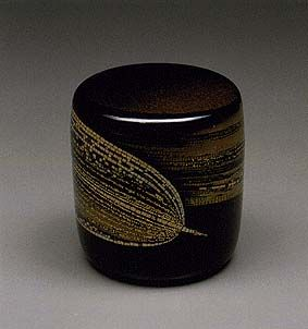 Maki-e lacquer tea caddy by National Living Treasure of Japan, Yoshikuni TAGUCHI (1923~1998)