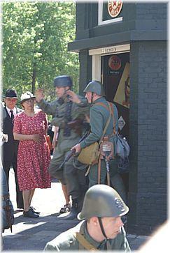 Reenactment 1939-1940: cafe Sebes, Krispijn 1940-2008