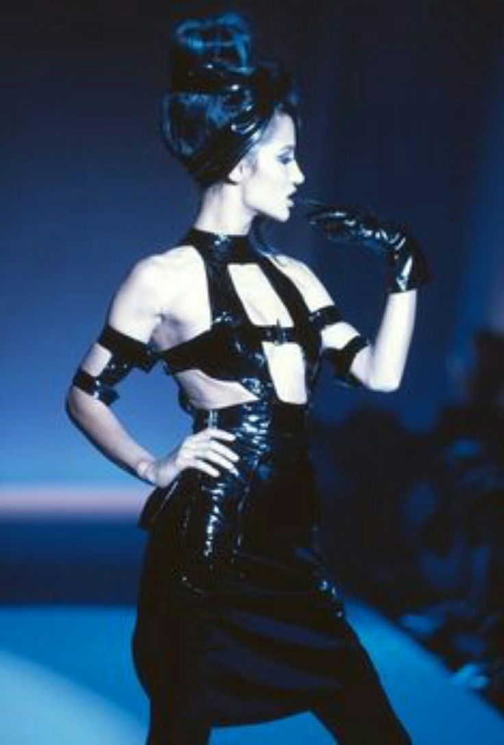 HOT COUTURE! Thierry Mugler ICONIC latex dress from the ICONIC 1991 show. #WhoIsThat? #Mugler!
