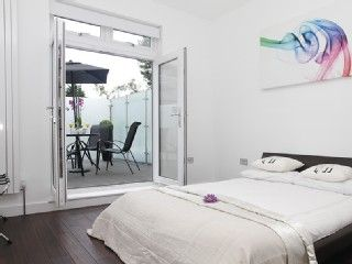 2 Bedroom Flat wth a sunny terrace in Zone 2 - Cent London - Free WiFi (Iff 3)Vacation Rental in Hammersmith