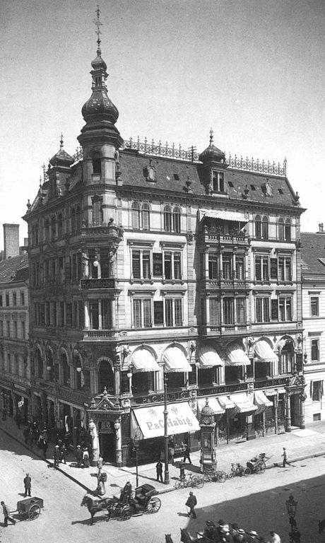Das Eckhaus Friedrichstraße 82 bzw 82A / Behrenstraße 49 von 1904, Foto Waldemar Titzenthaler