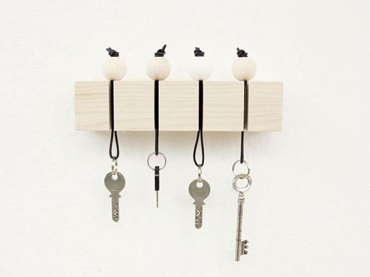 DIY-Anleitung: Schlüsselbrett mit Holzperlen selber basteln / DIY-tutorial: crafting key hooks with wooden balls via DaWanda.com
