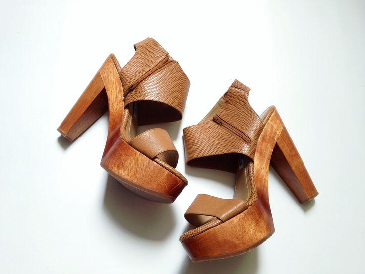 17 mejores ideas sobre zapatos cerrados con plataforma en - Tocones de madera ...
