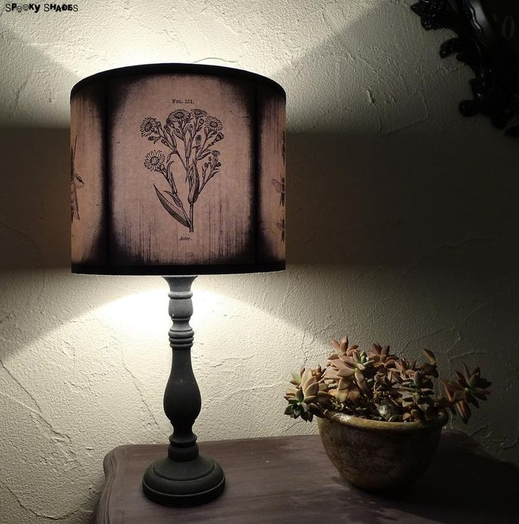 Bees and Flowers 25 cm / 10 inches light yellow lamp shade