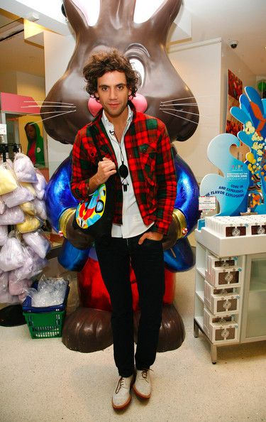 Mika and a man-sized choccy bunny