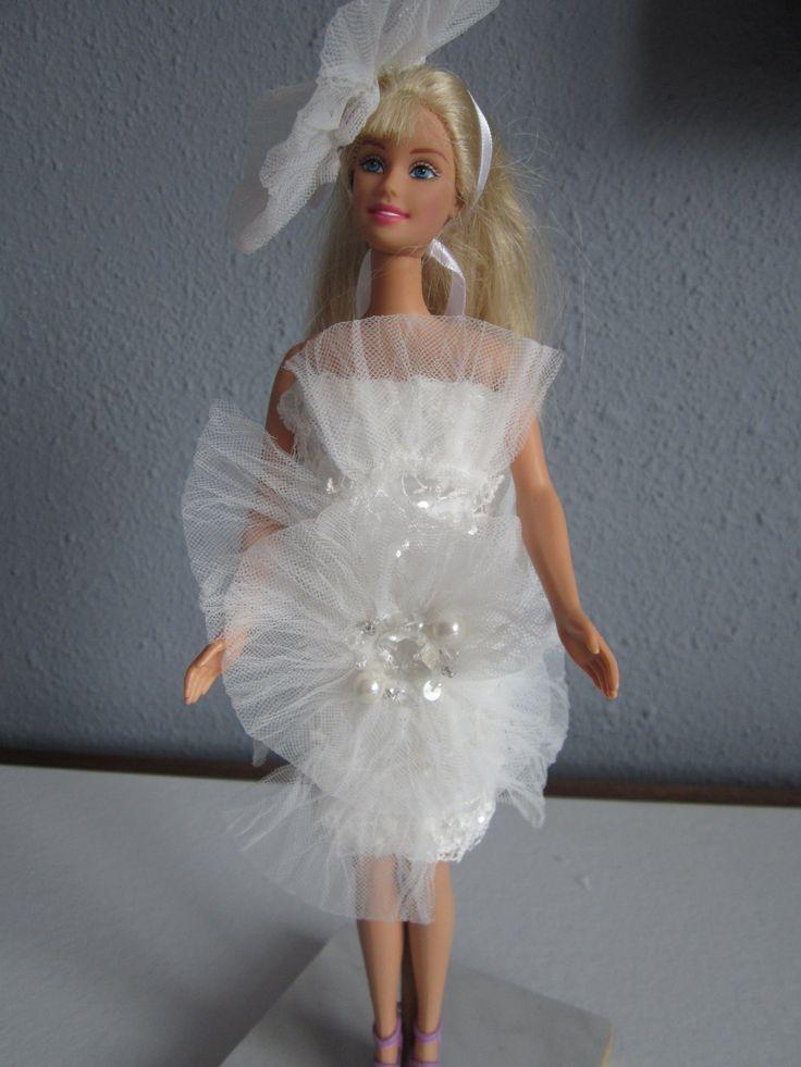 korte barbie jurk met kant en haarband met grote kanten bloem