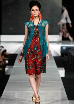 I don't why, but i think this dress is rather cute.. #JFW