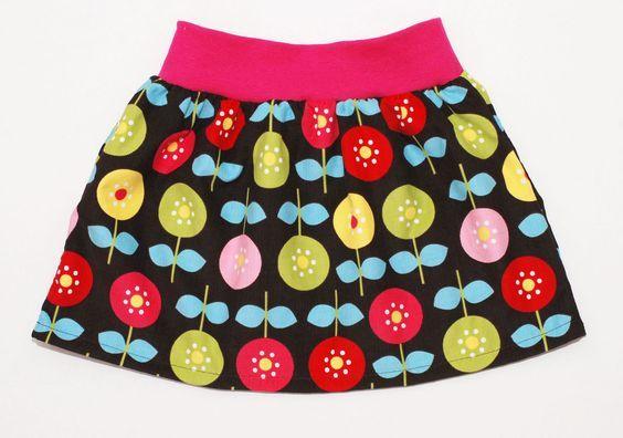 Ausführliche Nähanleitung mit vielen Bildern für einen einfachen Mädchenrock mit elastischem Bund. Viel Erfolg beim Nachnähen!