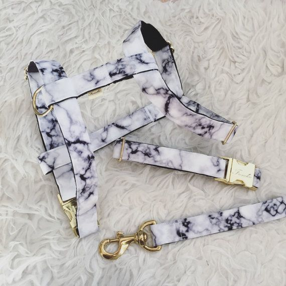 Handmade dog collar Marble. Made with: - 100% Cotton Fabric - Gusset inside for increased stiffness. - Nylon 1.9mm You can washing machine in cold