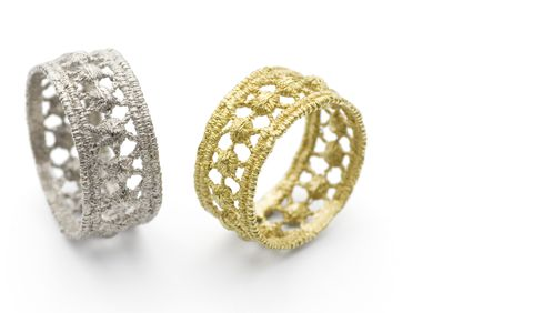 Lacy star rings.750 white or yellow gold. By Goldmiss Design.