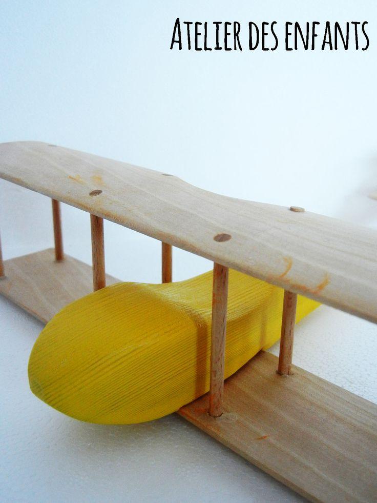 Biplano legno e giallo