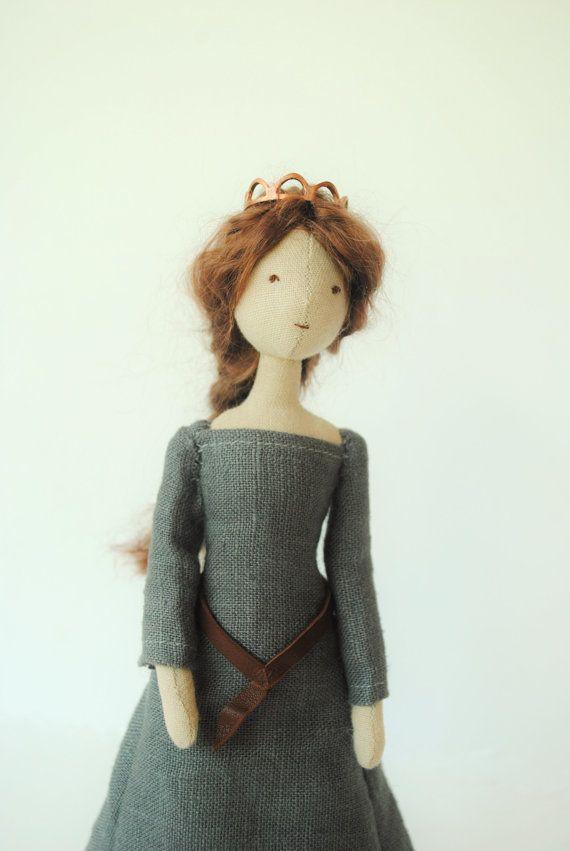 Cloth doll / royal queen / one of a kind / handmade di willowynn