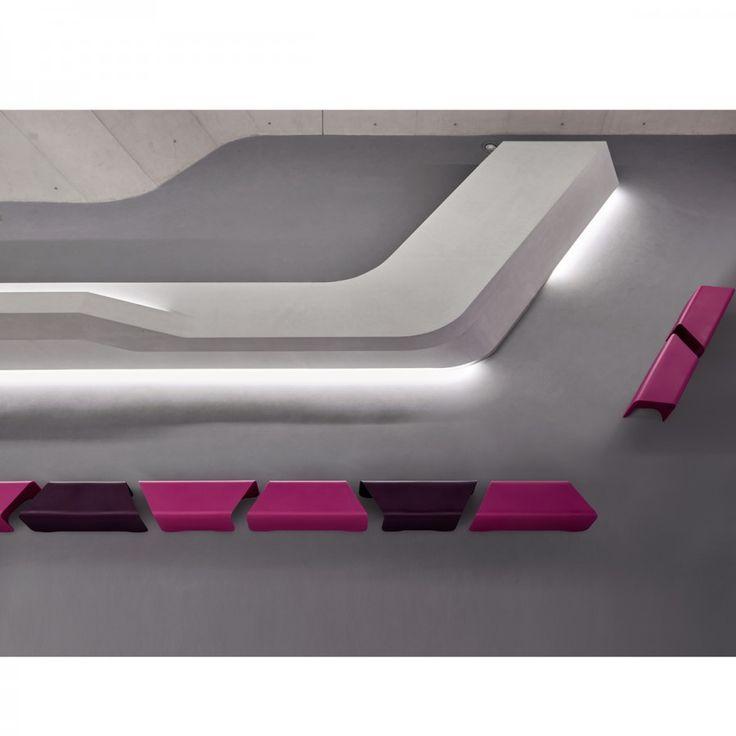 NOVA BENCH, è una panchina di design caratterizzata da linee semplici. Potranno essere collegate tra loro per creare una panchina più lunga mantenendo però la possibilità di staccare i vari blocchi.
