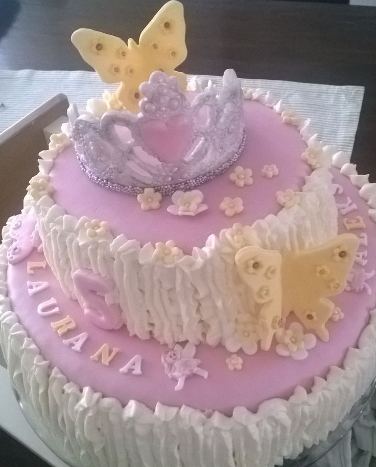 Butterly cake with a crown.