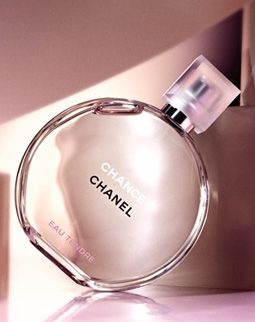 Chanel, Chance EAU TENDRE. grapefruit and quince meets the crispness of fresh green notes, followed by a trace of Jasmine and white musk.