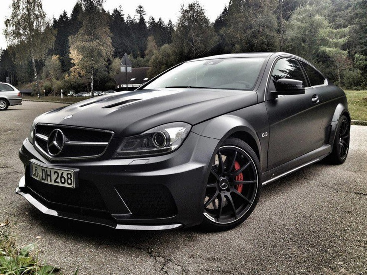 Ohhh my what a beautiful machine..my dream car if i had money def my first choice as a daily #mercedes classe C #AMG