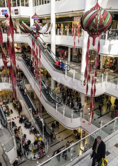 Kingston Upon Thames sees an influx of Christmas shoppers  UK