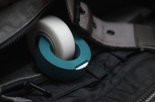 ClickTape Diseño: Derk Reilink  Rediseño del dispensador de cinta tradicional, su diseño es único y maravillosamente simplista.