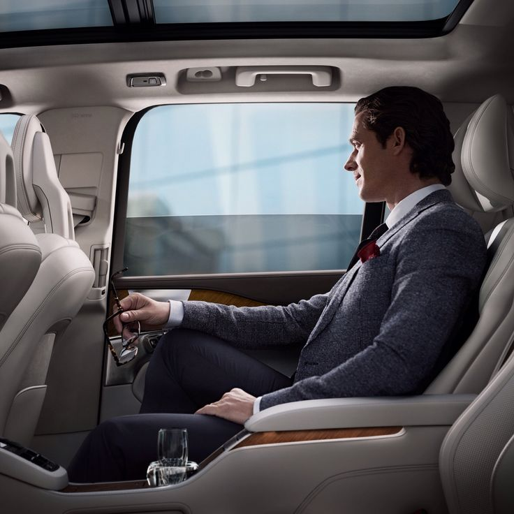 XC90 Excellence, Perforated Nappa Leather Blond in Blond interior, Inscription Linear Walnut Trim.