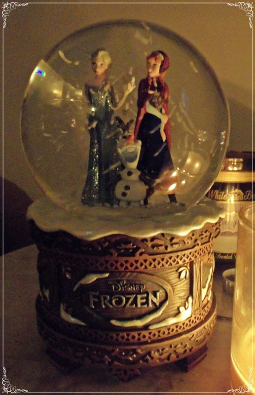 Frozen snow globe! Made with polymer clay, oh my god this is amazing xx