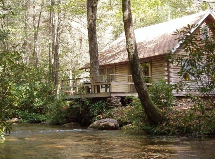 I want to vacation here!! For a FULL WEEK!! I love the Smokey Mountains!!