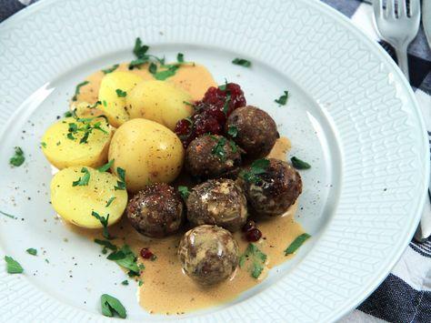 Vegetariska köttbullar med gräddsås och potatis | Recept från Köket.se
