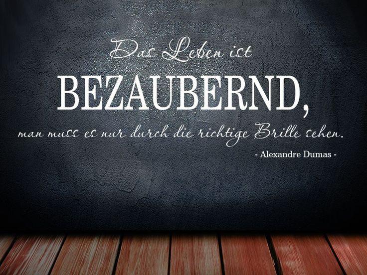 Das Leben ist bezaubernd, man muss es nur durch die richtige Brille sehen. Ein Humorvolles Wandtattoo Zitat von Alexandre Dumas.