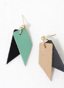 피아네 언발 레더 배색 귀걸이 unbalance leather earrings (블랙네이비/애플그린) / 10대 20대 커스텀 주얼리 악세사리…