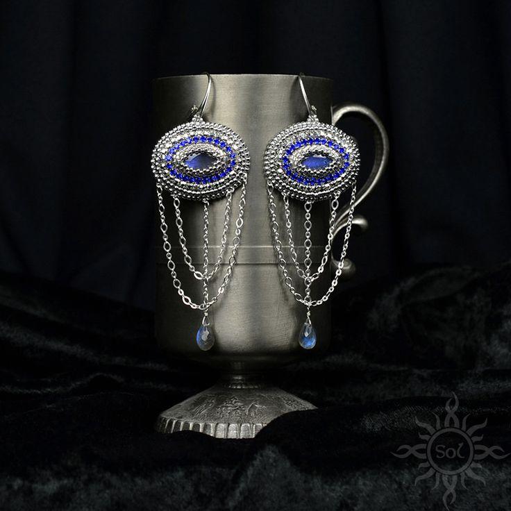 #beading #beadwork #beadweaving #beadembroidery #labradorite #beadedcabochon #labradoritejewelry #elegantjewelry #gemstoneearrings #bluelabradorite #labradoriteearrings #healinggemstone #artisanjewelry #semipreciousjewelry #flashlabradorite #embroideredearrings #flashy #silverjewelry #statementjewelry #statementearrings #chainearrings  #blueflash #victorianjewelry #orientaljewelry #silverblue #longchainearrings #bollywoodjewelry #bollywoodearrings