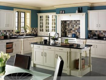 The Sheraton Edwardian Buttermilk Kitchen Is A Traditional In Frame Shaker Style Door Finish