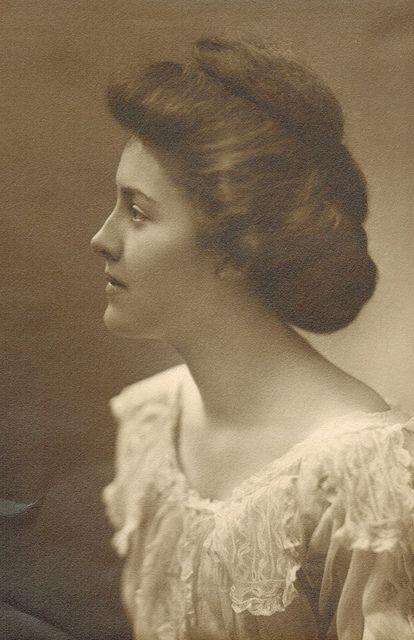 +~+~ Antique Photograph ~+~+  Beautiful soft portrait of an edwardian woman.