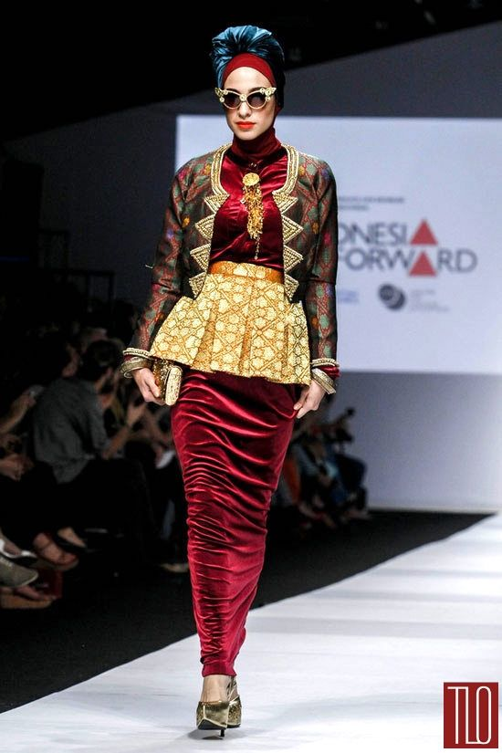 Jakarta-Fashion-Week-2015-Runway-Dian-Pelangi-Tom-Lorenzo-Site-TLO (1)