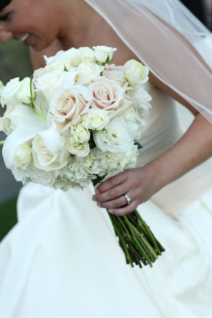 Winter wedding flowers ideas simple roses winter bridal for Bridal flower bouquets ideas