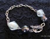Bracelet perles de verre cristal et perle de Majorque gris- 40% réduction avec le code PROMO