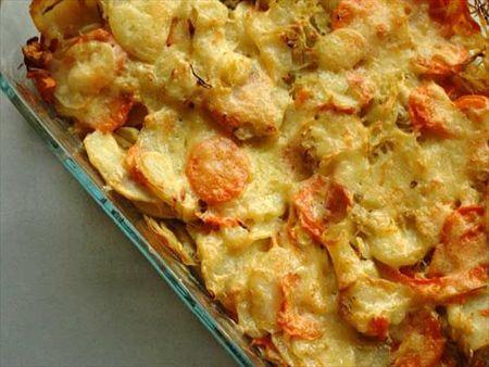 retete rapide de post: Mancare de praz cu cartofi si morcovi la cuptor