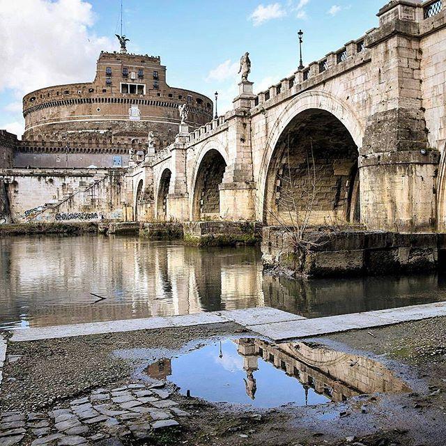 Castel Sant'Angelo ❤ Roma ••••••••••••••••••••••••••••  Fotografia di @marina.cleo •••••••••••••••••••••••••••• Tagga le tue foto migliori con #noidiroma e seguici per entrare a far parte della gallery @noidiroma •••••••••••••••••••••••••••• Segui tutti i nostri profili  @aforismiromani - Scopri la community che stà facendo impazzire Instagram  @fabriziofrustaci - Ideatore del progetto Aforismi Romani e Noidiroma ✈ #roma #ig_lazio #ig_roma #ig_italia #italia365 #rome #visi...