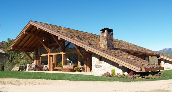 Exterior casa acoperis piatra