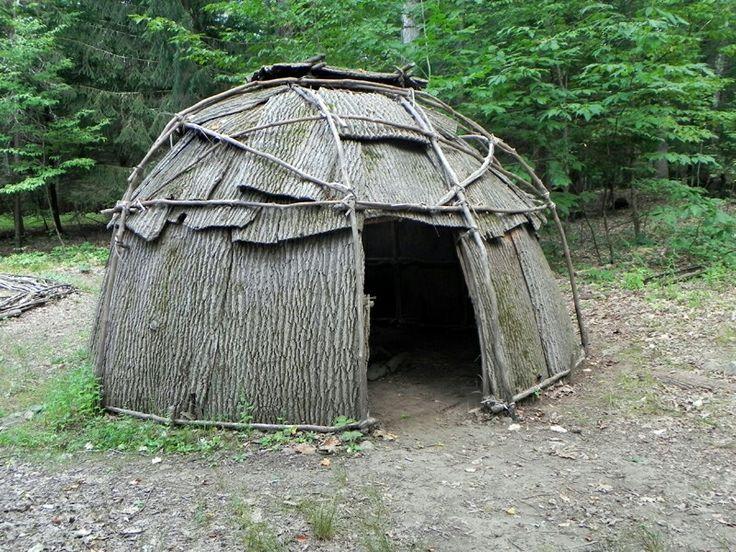 Дом индейца Северной Америки. Жилище не было предназначено для переноса, однако, при необходимости, легко собиралось и возводилось потом на новом месте.