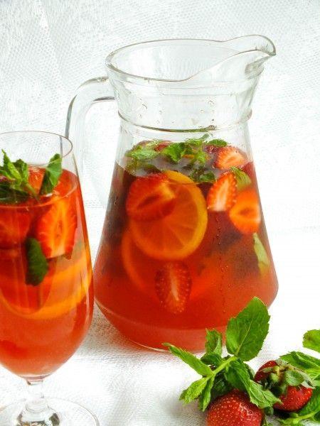 Освежающий компот из ревеня и клубники. Fresh summer drink with rhubarb and strawberry