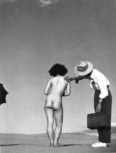 ueda,nu dans les dunes, 1951, copyright Shoji Ueda Office