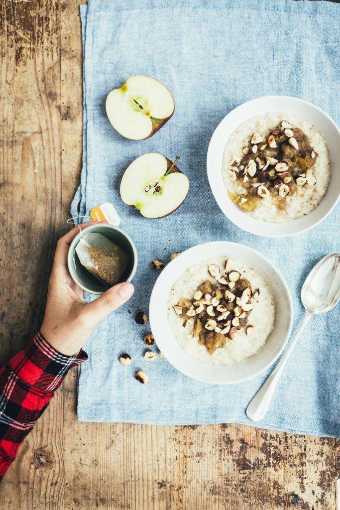 Vegansk opskrift: Cremet kokosgrød med æblekompot og hørfrø