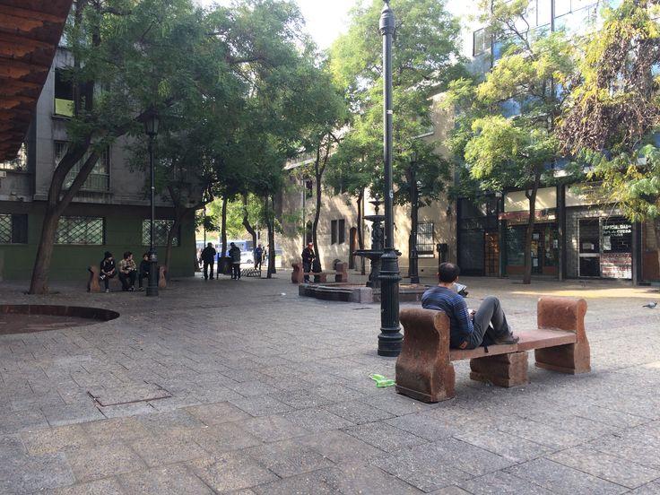 Plaza del Corregidor, contigua a la Posada (por Leyla Espinoza)  http://santiagoporconocer.cl/