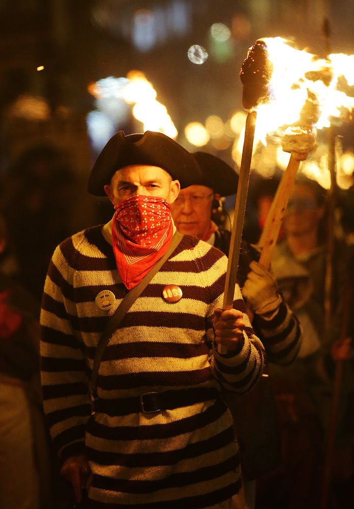 David Cameron Effigy Burned In Lewes For Bonfire Night, Alongside Blatter, Clarkson And The Bullingdon Pig