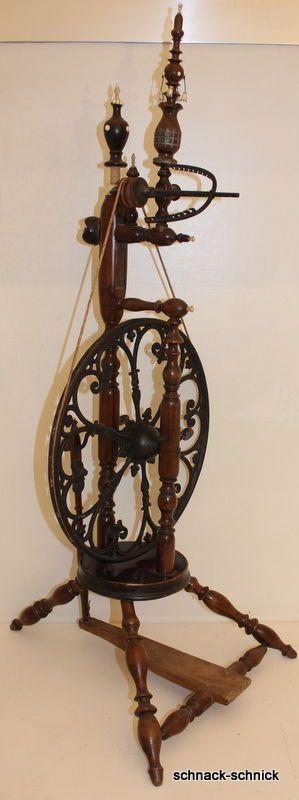 sehr seltenes antik Spinnrad Eisenrad filigrane Verzierungen Bein schnitzerei