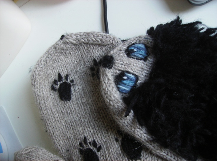 Heh, my first hedgehog wool mittens II.