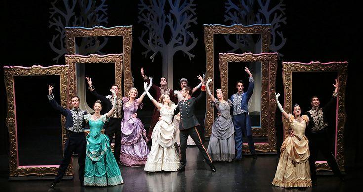 Cornici barocche realizzate per il musical La Principessa Sissi di Corrado Abbati. Disponibili su www.materik.it #principessasissi #scenografieteatrali #scenografiateatro