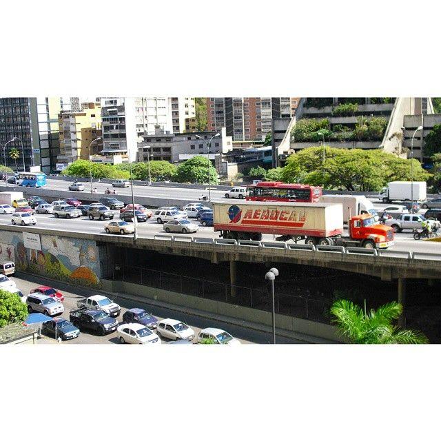 """55 Me gusta, 7 comentarios - Mara (@mara.jg) en Instagram: """"#tráfico/ #traffic... #Caracas #Venezuela #autopista #highway #ciudad #urbe #city #ciudad_ve…"""""""